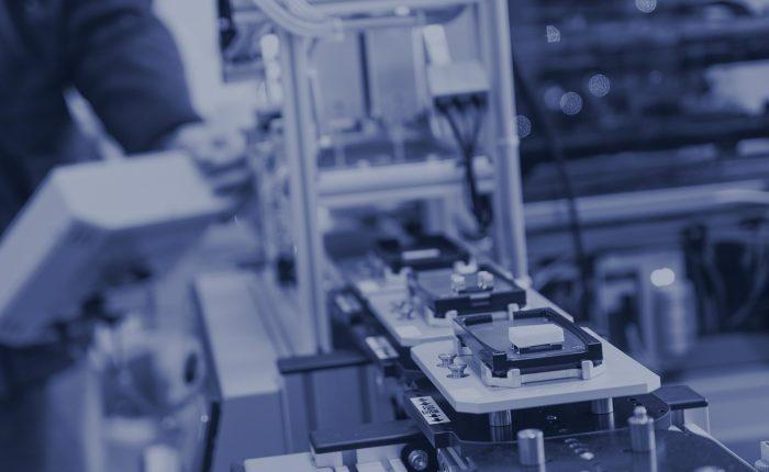 Schüler an Industrie4.0 - Anlage