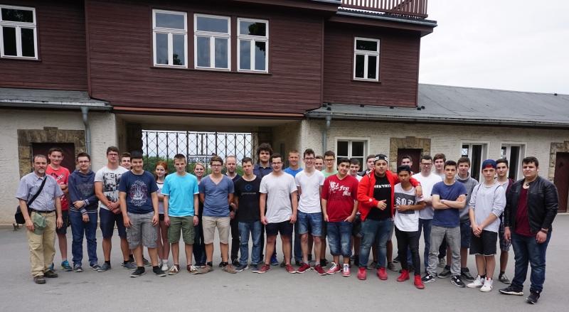 Klasse beim Besuch in Buchenwald